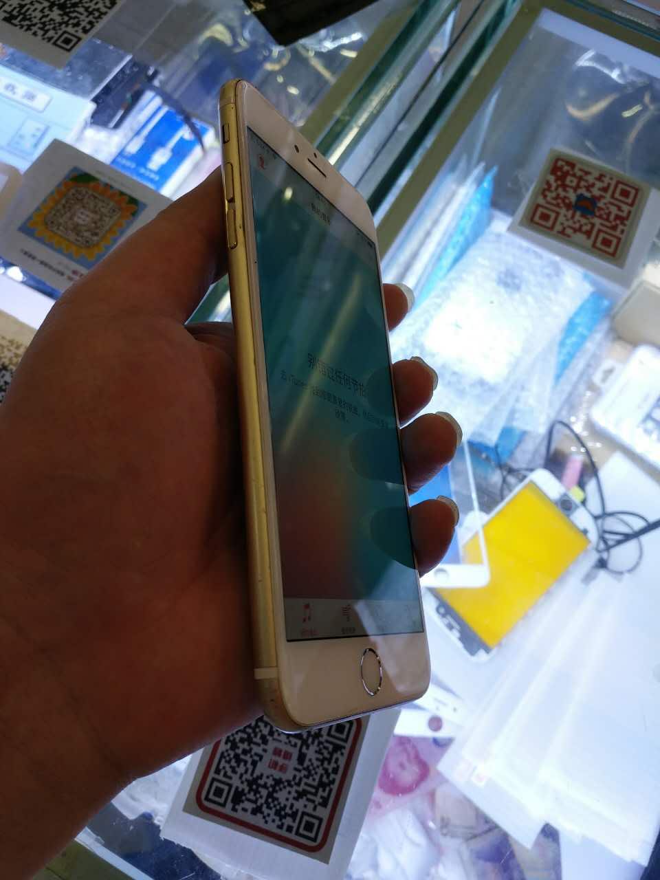 苹果6p金色64g7成新2600元